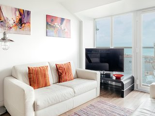 2 Bedroom Luxury Penthouse Apartment in St Ives with Sea Views and Parking