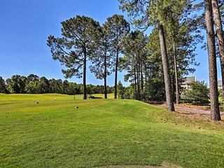 Beautiful Myrtle Beach Condo on Golf Course w/Pool