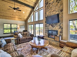Table Rock Lake Home w/ Bluff Views of Water!