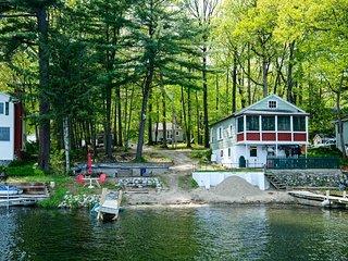 Lakefront ADK Cottage - Mins to Ski Areas!