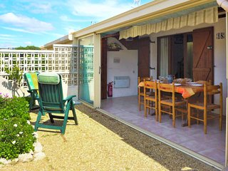 2 bedroom Villa with Pool, WiFi and Walk to Beach & Shops - 5050482