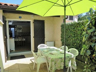 1 bedroom Villa with WiFi and Walk to Beach & Shops - 5682788