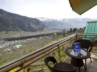 Mmodern with Wooden Furnished Cottage in Manali