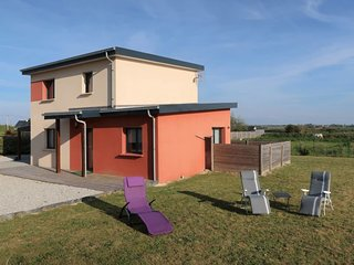 3 bedroom Villa with WiFi and Walk to Beach & Shops - 5650495