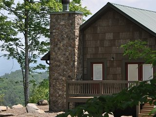 Tom's Trail Cabin - Luxury Cabin Rental near Bryson City, NC
