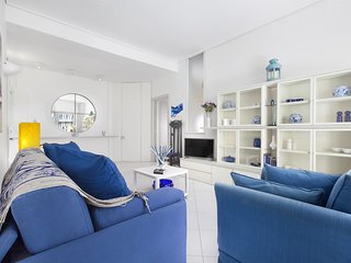 Doria Home with Private Terrace and Air Conditioning