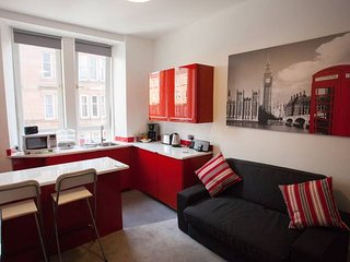 Bright Apartment in Ideal West end Location