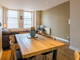 Bright, spacious city centre flat