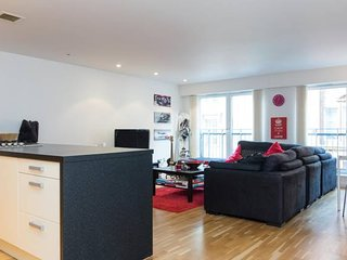 City Centre Apartment w Parking & Hyperoptic Wifi