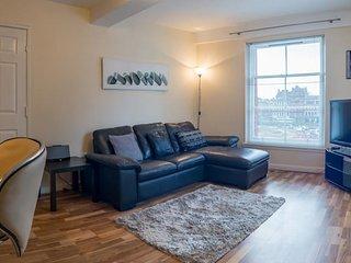 Cozy 2 bedroom apartment in glasgow's city centre.