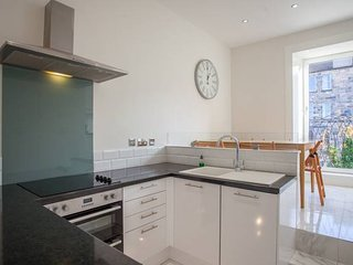 Incredible 2 Bedroom Property in Vibrant West End