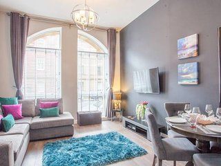 Merchant City: Stunning 2 Bed Apartment - Sleeps 6