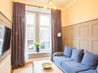 Modern and cosy ground floor flat in the west end.