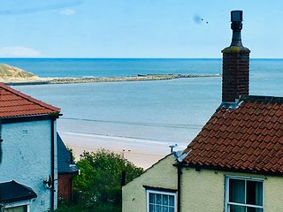 Coast Cottage, Sea Views, Filey's Old Town - Few Minutes Walk To Beach & Town.