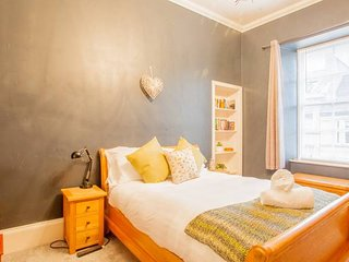 Spacious and Bright Flat in Heart of West End
