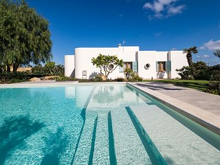 Culcasi Villa Sleeps 14 with Pool Air Con and WiFi - 5802644
