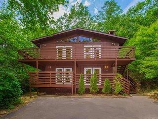 Gatlinburg Chalet offers three bedrooms, two baths, wood burning fireplaces with