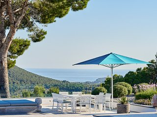 Playa d'en Bossa Villa Sleeps 12 with Pool and Air Con - 5802616