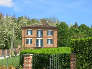 Cascina Angelo Holiday Home Sleeps 8 with Pool Air Con and Free WiFi - 5795060