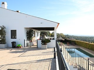 4 bedroom Villa with Pool and WiFi - 5718183