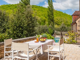 Saint-Amand-de-Coly Villa Sleeps 6 with Pool and Air Con - 5576508