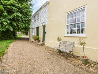 THE GARDEN FLAT AT HOLBECKS HOUSE, pet-friendly, large garden, in Hadleigh, Ref