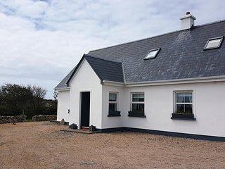 Muighinis Cottage (Mweenish) - Stunning land & sea views along the Wild Atlantic