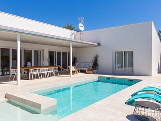 Casa Obac. Beautiful villa with pool located in Crestatx.