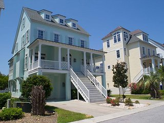 COTTAGES AT BAY RIDGE SOUNDSIDE AREA WITH POOL & CLUBHOUSE. EASY BEACH ACCESS