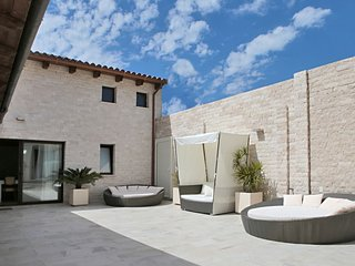 Dani's Loft with a large private Terrace, Garden and Gym