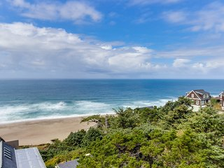 Upper-floor oceanview studio perfect for couples - dogs allowed!