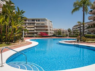 Spacious apartment with parking in leafy Guadalmina Marbella