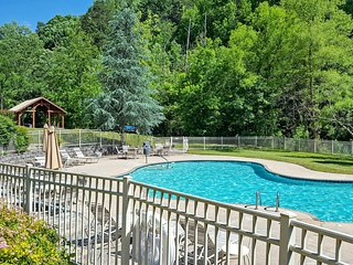 Newly Remodeled Pigeon Forge Cabin-Walk to Parkway
