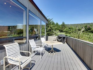 Dog-friendly with hot tub, shared pool, ocean views & two decks!