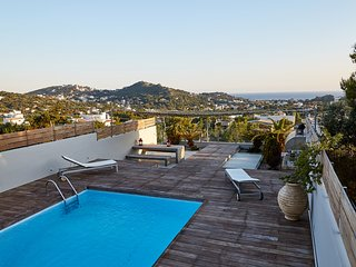 Stunning 4 bedroom private villa with pool & seaviews at the Athenian Riviera