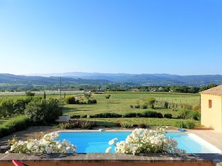 Provence-Luberon, Jolie villa, piscine privee, grand terrain clos,vue degagee