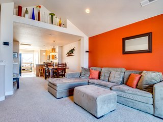 Dog-friendly townhouse w/ ocean views & nearby beach access