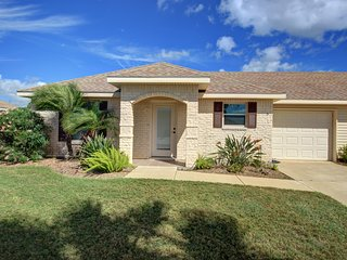 Breezy ranch w/ community amenities - fitness center, shared pool, golf course
