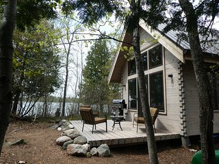 Loon Island: Cozy private island getaway minutes from Ely