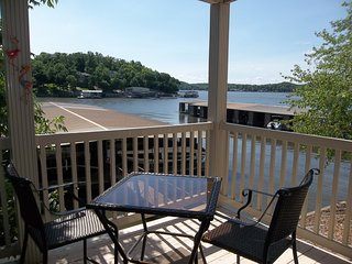 FREE NIGHT!! Romantic Condo with Great View! Close to Water's Edge!