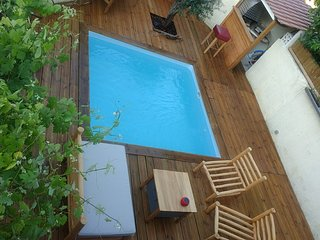 Petit nid en campagne avec terrasse et piscine