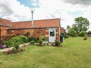 POPPY COTTAGE, woodburner, WiFi, near Sleaford