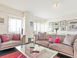 Deco Seafront - Seafront Apartment - Sleeps up to 6