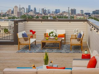 ECH1 ★ ROOFTOP ★ PANORAMIC SKYLINE VIEWS ★ GROUP FRIENDLY ★ NEAR DOWNTOWN