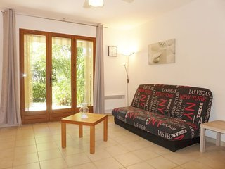 1 bedroom Apartment with WiFi and Walk to Beach & Shops - 5033720