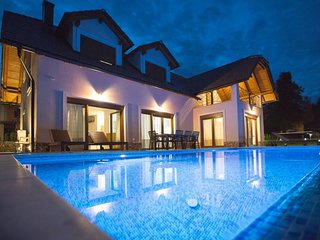 Salopek Selo Holiday Home Sleeps 8 with Pool and Air Con - 5803301