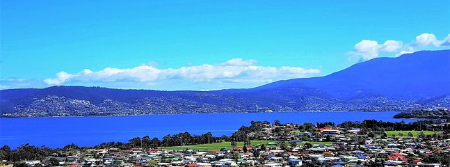 Experience one of the Best Views of Hobart from your Stylish Apartment that sleeps 4.