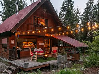 Take some Thyme Out with a private hot tub, WIFI, Sat. TV and Fido OK