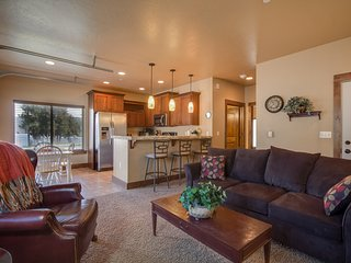 Stylish condo w/ mountain views - right on the lake, year-round outdoor fun!