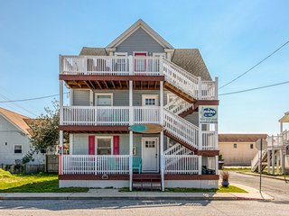 NEW LISTING! Entire triplex w/3 decks & ocean view-2 blocks to beach, dogs OK!